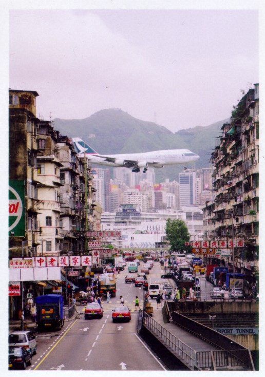 Kai Tak flights over residential areas - Ghost Airports