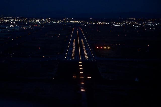 Landing at Salt Lake International Airport - Night Flying