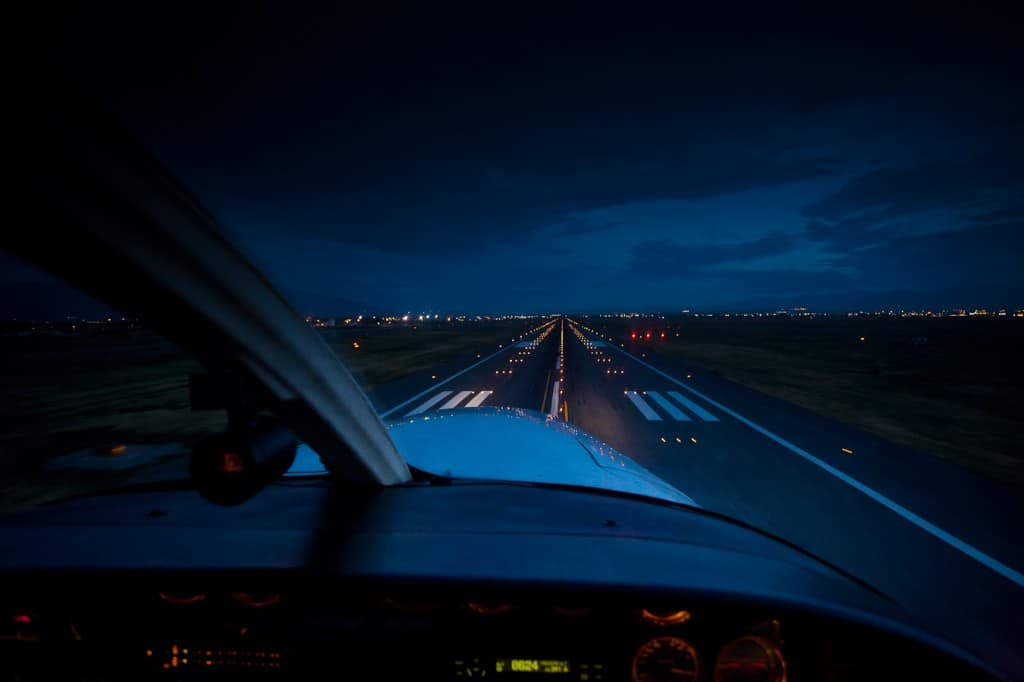 Landing a general aviation aircraft - Night