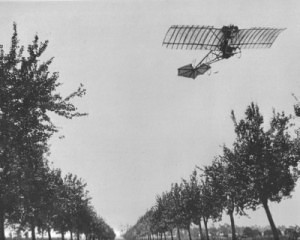 Alberto Santos-Dumont flies the Demoiselle in 1909 - History of the Experimental Certificate