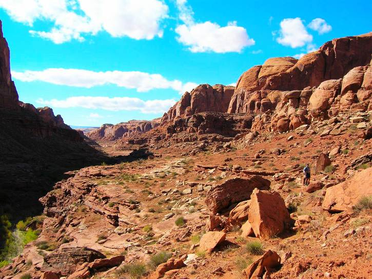 Hiking on a Bench Above Knowles Canyon - Page Airport: Gateway to Redrock Adventures