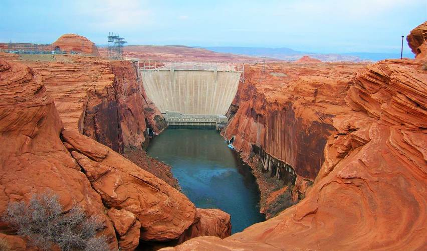Glen Canyon Dam - Page Airport: Gateway to Redrock Adventures
