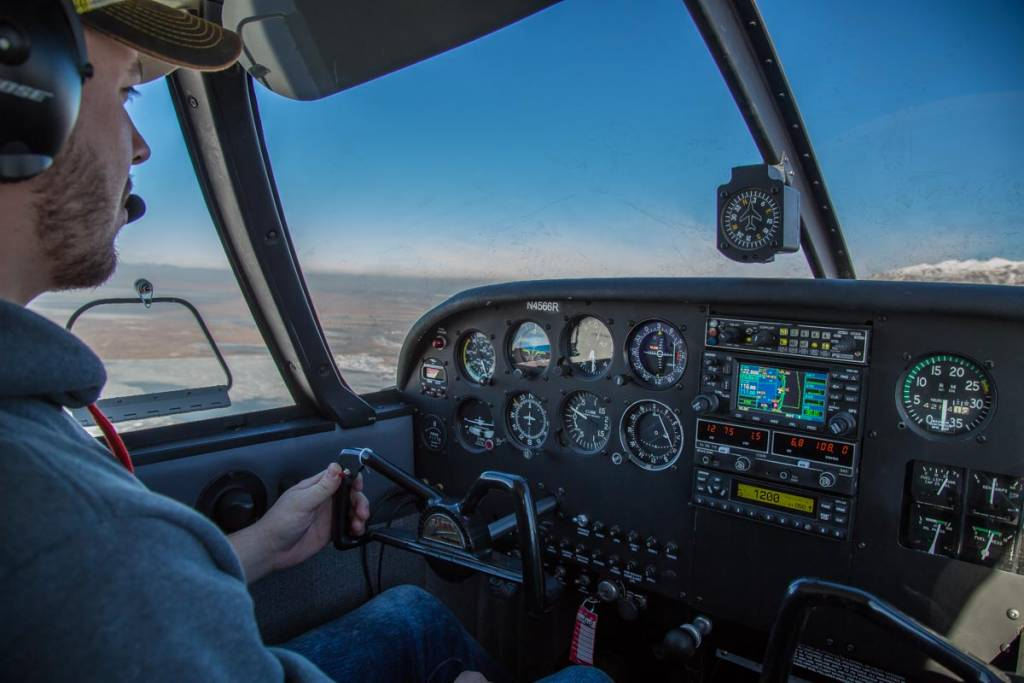 Private pilot flying the Piper Cherokee 140