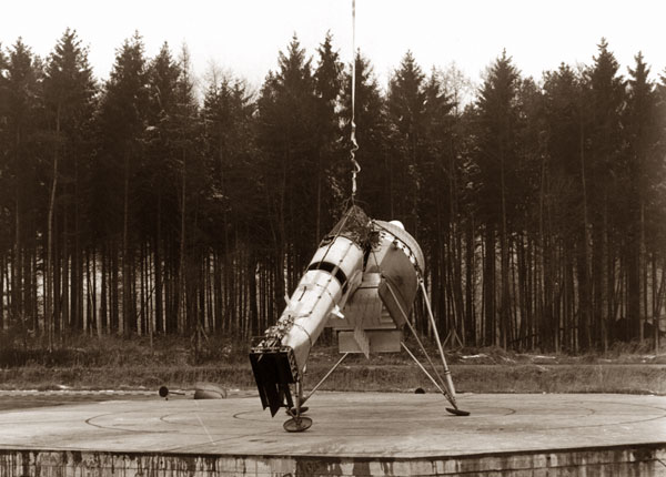 Photo of the first flight on the Dornier and Lippisch Aerodyne.