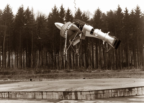 A photo from the flight test of the Dornier and Lippisch Aerodyne.