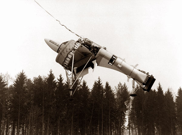 A photo from the flight test of the Dornier and Lippisch Aerodyne