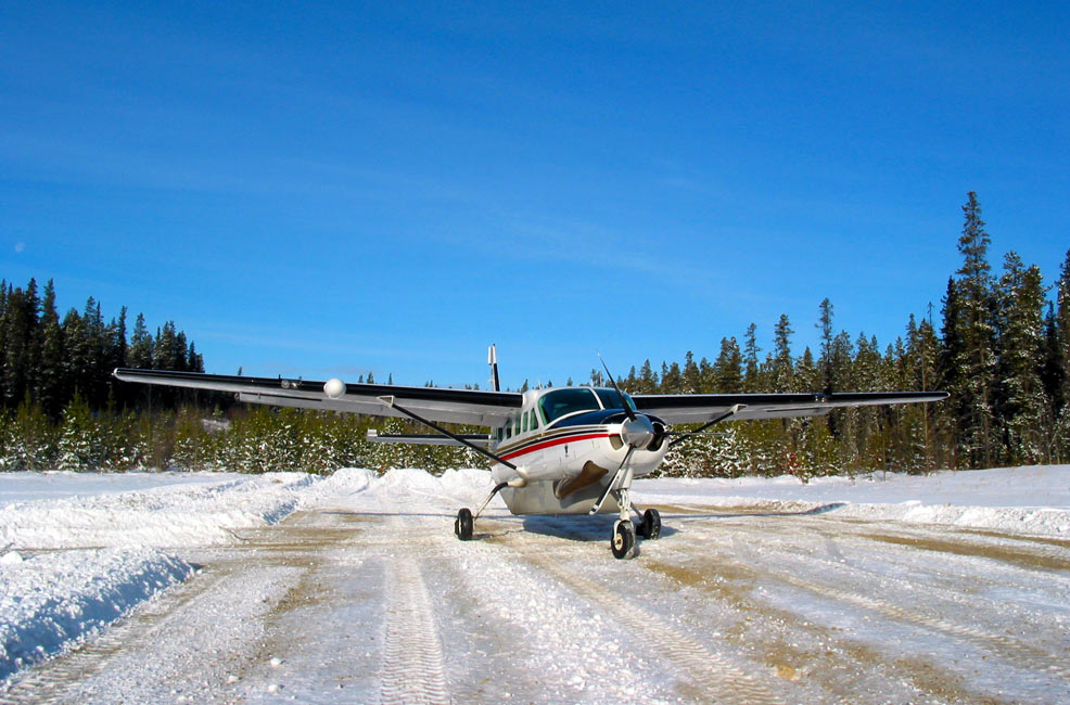 Cessna Caravan on a snowy runway - FAA Works to Improve Reporting on Runway Conditions