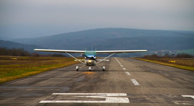 cessna172_on_runway