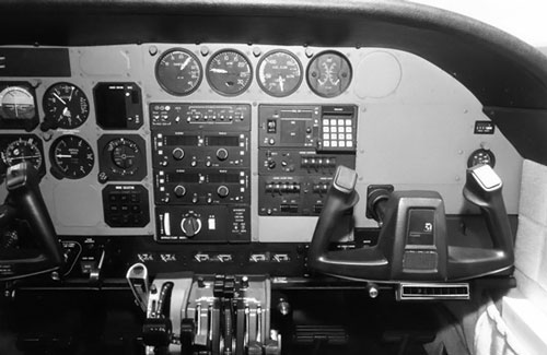 Cessna_Crusader_Instrument_Panel-copilot