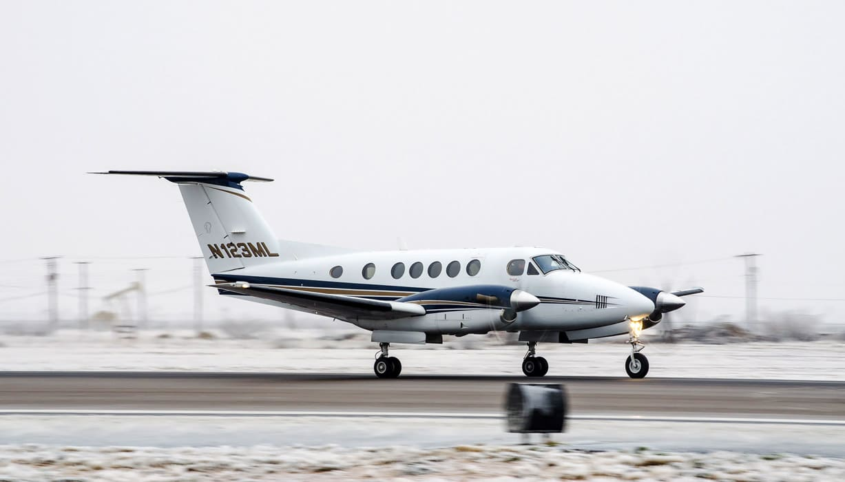 A King Air on a snowy runway - Dealing with Contaminated Runways
