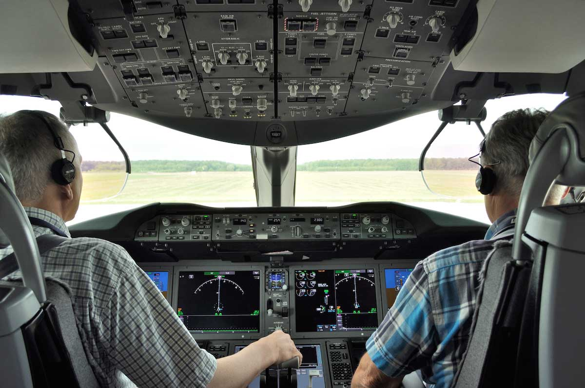 Free flying lessons for advanced pilots to refresh their pilot skills