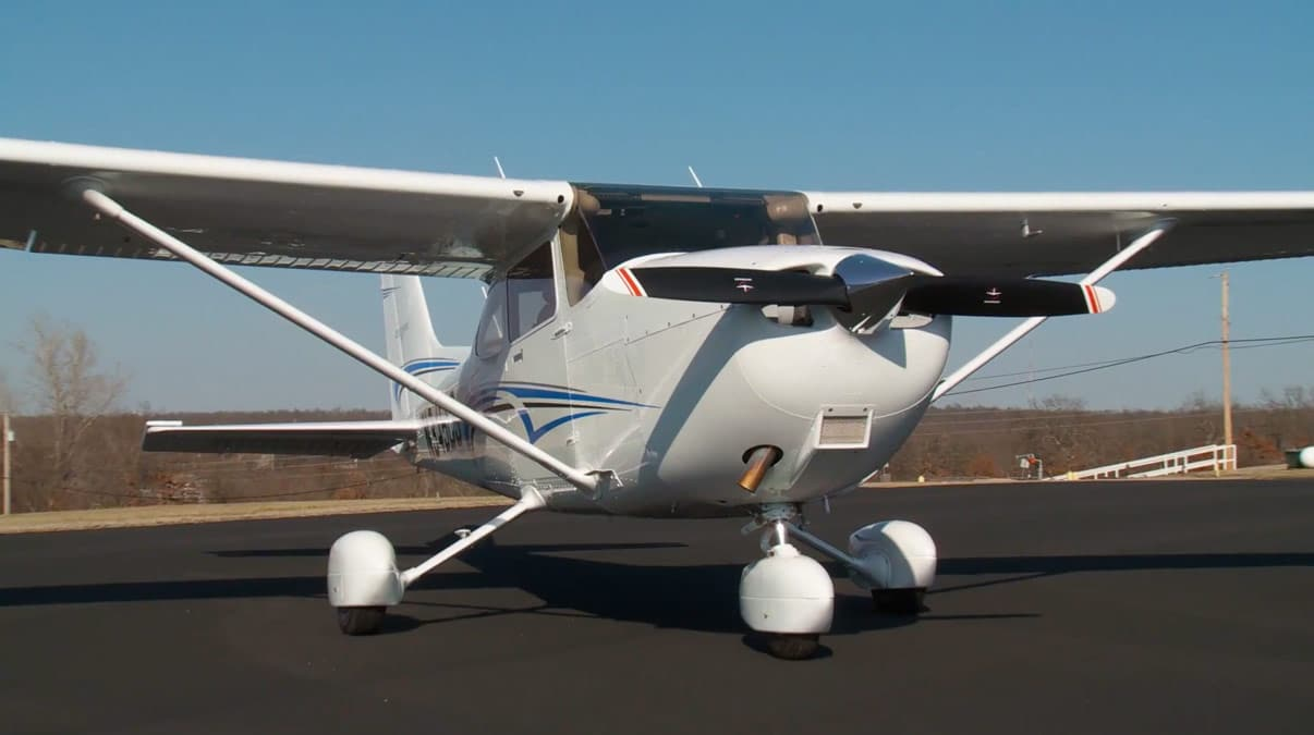 Cessna 172 on the runway - Cessna selects 5 universities for Top Hawk program