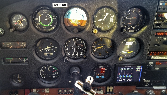 Control panel of the Cessna 172M