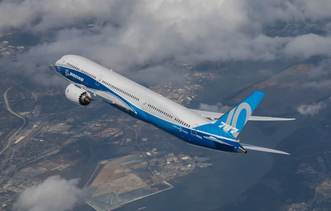 Boeing 787-10 Dreamliner during its first flight