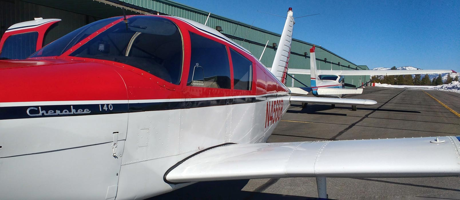 A low wing Piper Cherokee and high Wing Cessna 172