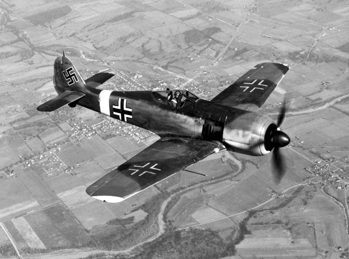 focke-wulf fw 190 in flight