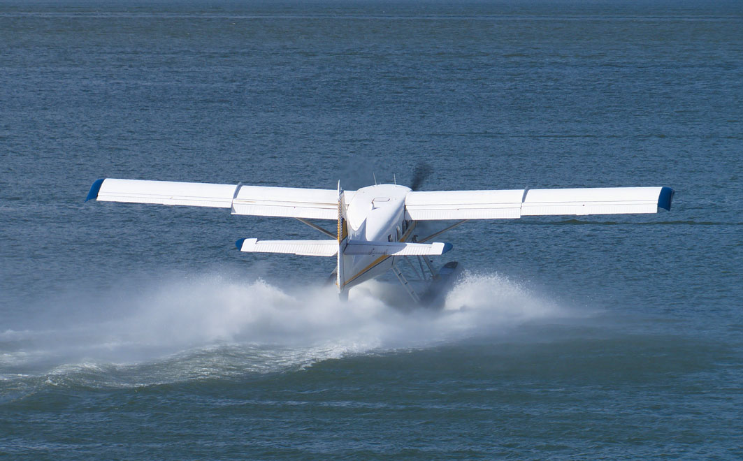 Seaplane landing on the water - EAA and Seaplane Pilots Association Announce New Joint Agreement