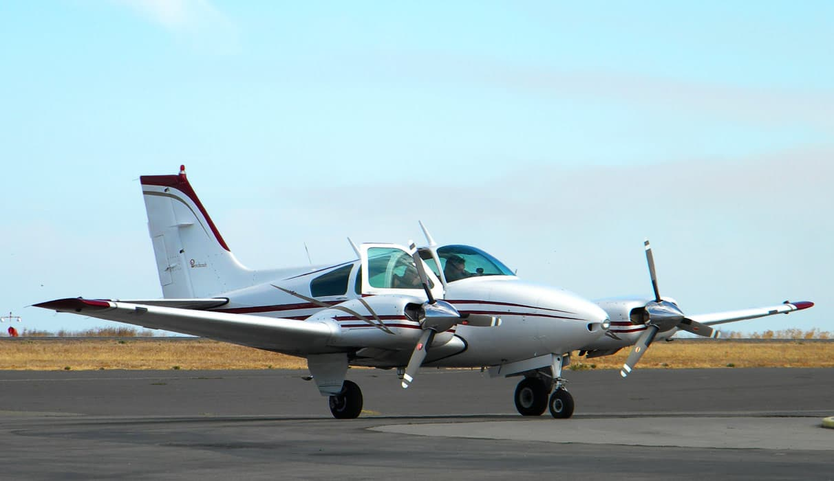 Beechcraft B55 Baron on runway